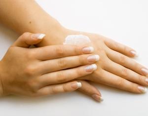 Soin des mains et des ongles dans Soins 20071306-mains_grand
