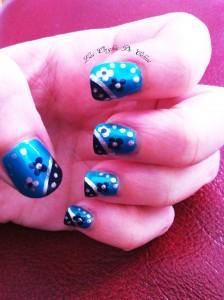 Tout en bleu .... dans Nail art i-phone-mars-13-985-224x300